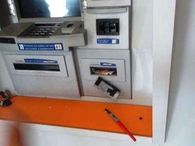 Ladrões instalam dispositivo para roubar depósitos em caixa eletrônico em Valença