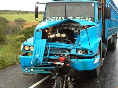 Picos: Motoqueiro morre após colidir em carreta na BR-316