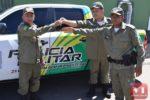 Comandante da PM, Carlos Augusto, entrega viatura em Valença do Piauí para Pimenteiras