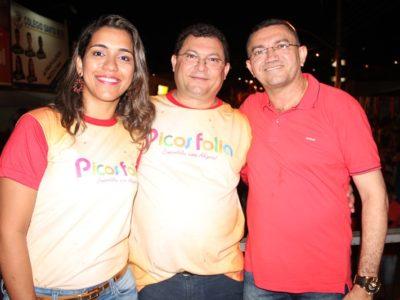 Multidão prestigia 5ª edição do Corso de Picos; Veja fotos!